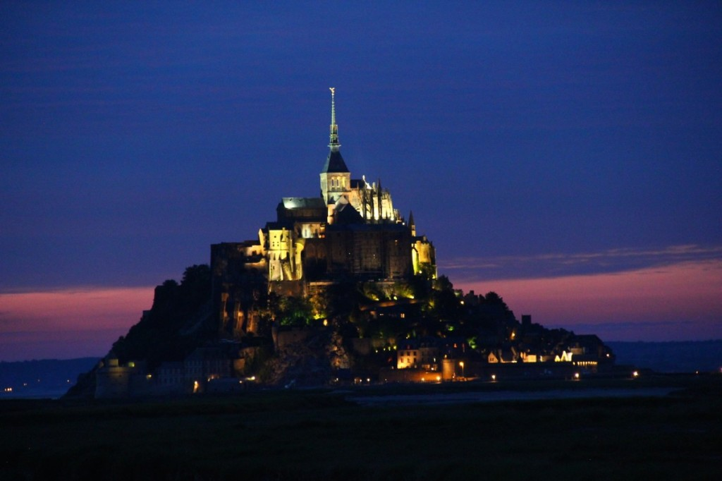 mont st michel - night