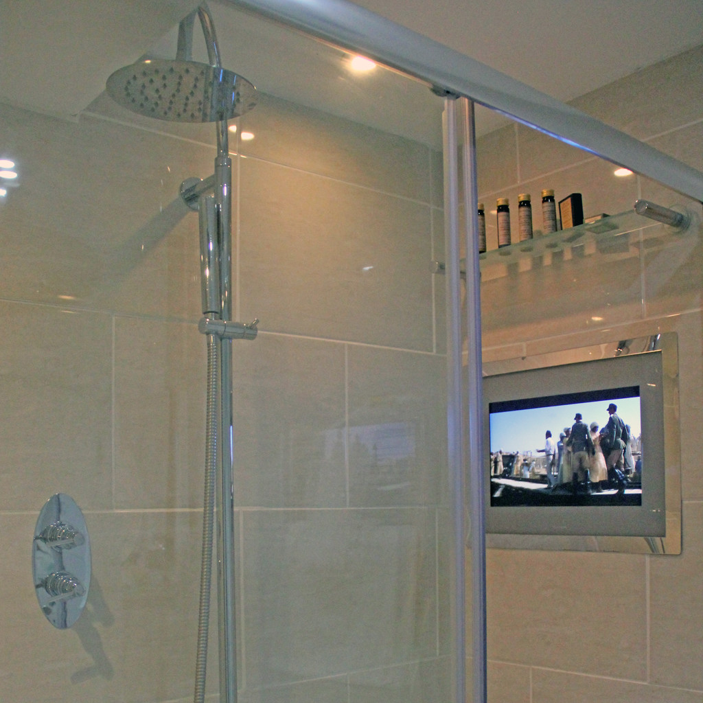 The Seaview Hotel - TV SHOWER