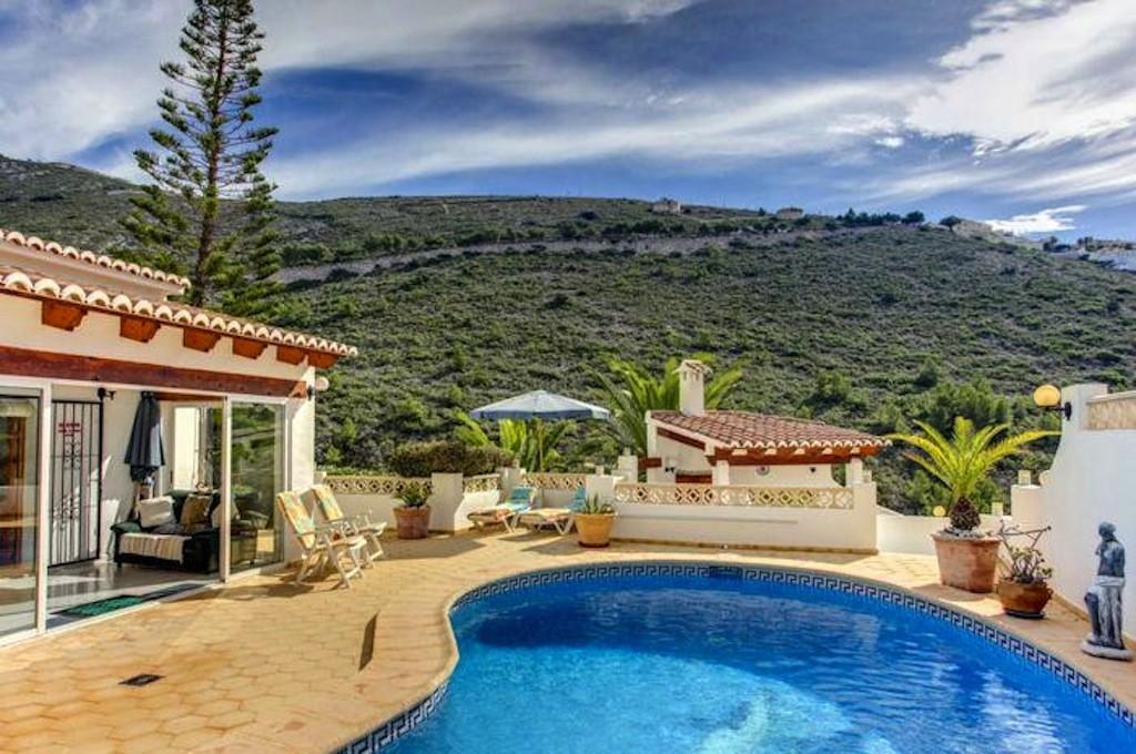 LTespana villa pool