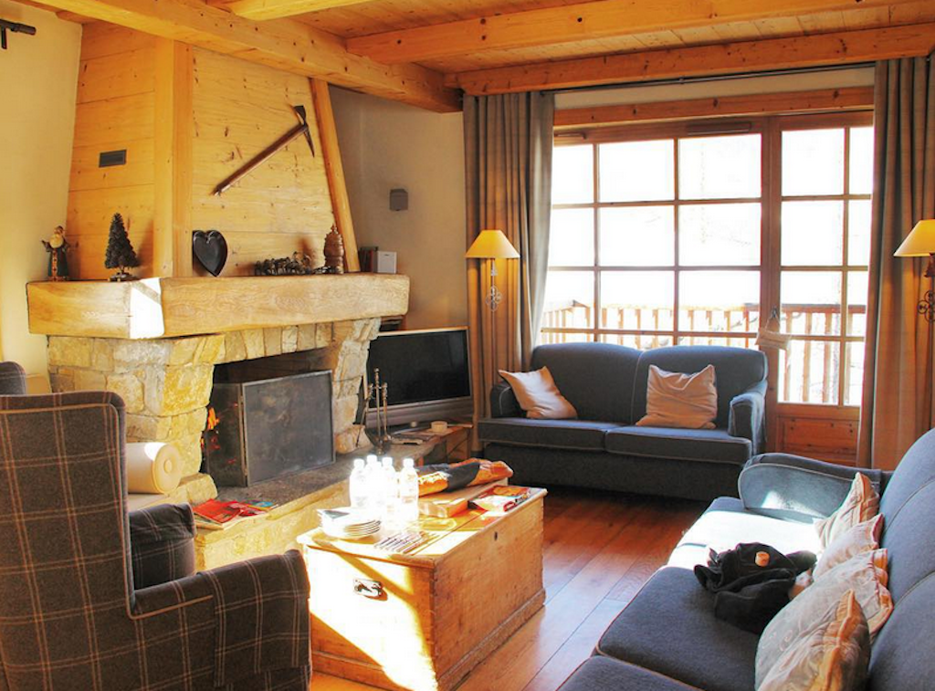 chalet madrisah - living room