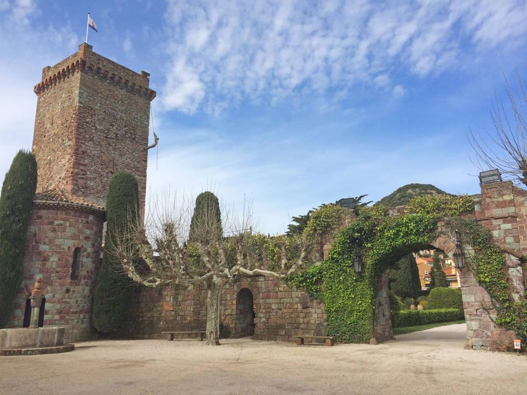 courtyard at le chateau de la napoule